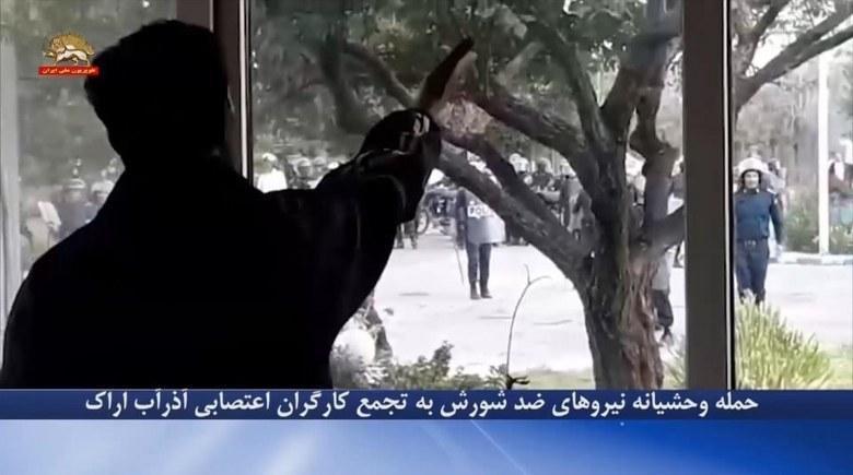 حمله وحشیانه نیروهای ضدشورش به تجمع کارگران اعتصابی آذرآب اراک