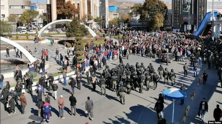 وحشیگری نیروهای سرکوبگر نظام آخوندی در قبال قیام ایران – قیام ایران